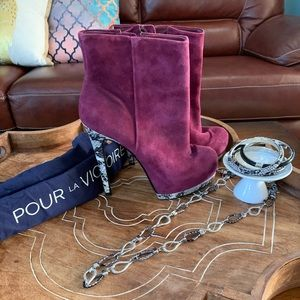 Gorgeous Pour la Victoire booties with snake heels